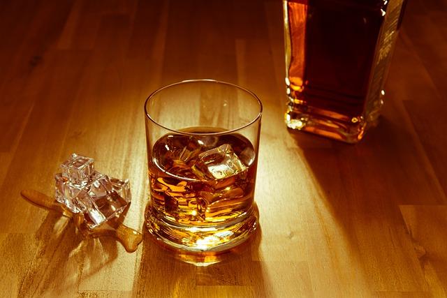居酒屋やバーでの1人飲みで出会いは期待できるか?