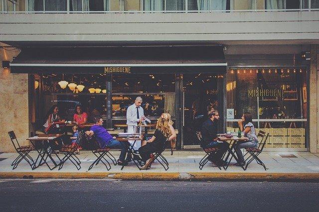 飲食店経営者にある「お客様の立場になって考える」の間違い。集客方法のヒントは自分の目の位置。自分がお客になったら。